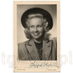 Urocze, czarno- białe zdjęcie znanej aktorki Dorit Kreysler w kapeluszu zdobi pocztówkę z autografem