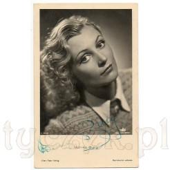 Czarno białe zdjęcie wykonane w atelier przedstawia młodą Monikę Burg- znaną aktorkę