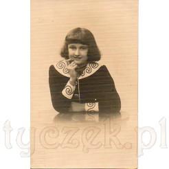 Portret młodej dziewczyny wykonany w znanym sosnowskim atelier Braci Altman