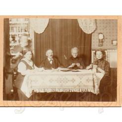 Zdjęcie zachowane w bardzo dobrym stanie. Datowane na 1920 r.