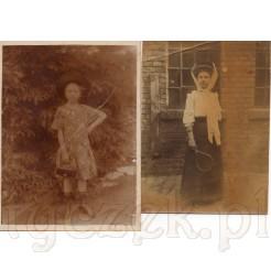 Młoda dziewczynka w kapeluszu z torebką oraz pięknie ubrana młoda dama z rakietą tenisową