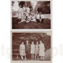 Zdjęcie rodzinne w plenerze ukazujące modę z dawnych lat