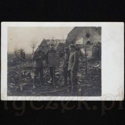 Powojenne zniszczenia na dawnej fotografii