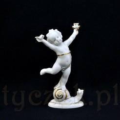 Znakomita figurka amorka ze śnieżnobiałej porcelany