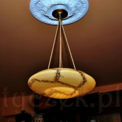 Zabytkowa lampa niczym latający spodek