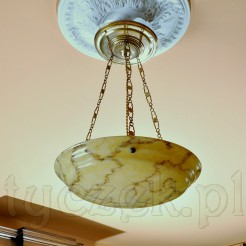 Międzywojenna ampla z dużym kloszem z marmoryzacją