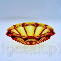 Oryginalna patera szklana z epoki Art Deco zachwyca swa formą