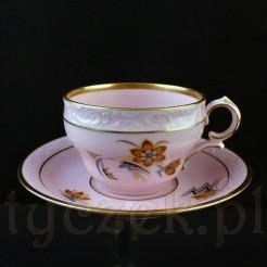 Różowa porcelanowa filiżanka do mocci