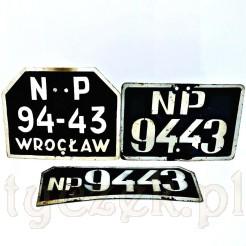Trzy tablice motoryzacyjne z malowanej blachy