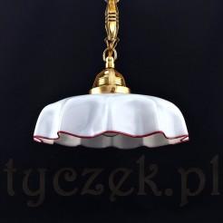 Biały klosz z mlecznego szkła szczypanego w formie falbanki z rubinową żyłką