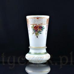 Doskonały wazon z białego szkła - antyk pochodzący z XIX wieku