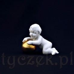 Przepiękna figurka pyzatego chłopca