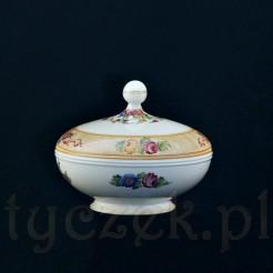 Wytworna porcelanowa bomboniera