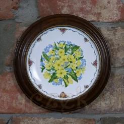 Porcelanowy talerz z limitowanej kwiatowej edycji.