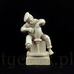 Śląska figurka ze szlachetnej ceramiki zabytkowej