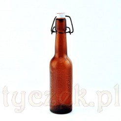 Poniemiecka flaszka po piwie z napisami reklamującymi Koszaliński Browar