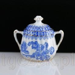 Ciekawa cukierniczka z biało niebieskim wzorem China Blau