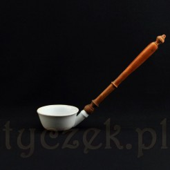 Duża chochla porcelanowa z drewnianą rączką