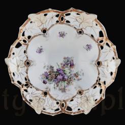 Wspaniały obiekt do dekoracji i kolekcji porcelanowych pater