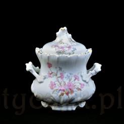 Okazała cukiernica ze szlachetnej porcelany