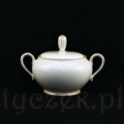 Efektowna cukierniczka z eleganckiej porcelany w kolorze kremowym