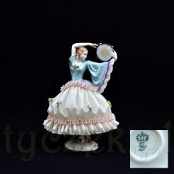 sygnowana figurka porcelanowa