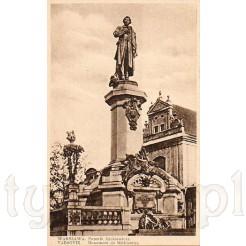 Pomnik naszego wieszcza Adama Mickiewicza zdobiący Krakowskie Przedmieście w Warszawie zdobi tą kartkę pocztową