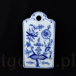 Orientalna roślinność malowana kobaltem na białej ceramice