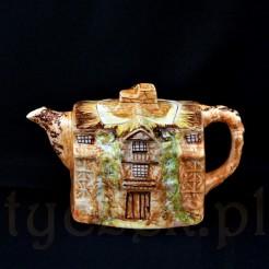Oryginalna forma ceramiczna wzorowana na prawdziwym budynku Old Moreton Hall w Congleton w Cheshire w Anglii