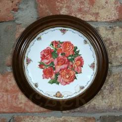 Kolekcjonerski talerz marki Royal Albert z limitowanej kwiatowej serii.