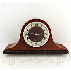 Zabytkowy i sprawny zegar z melodią Westminster wygrywaną co kwadrans