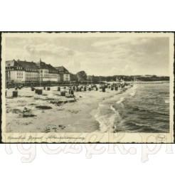 Widok kartki pocztowej przedstawiającej plaże w Sopocie.