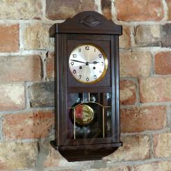 Zegar który oczaruje swą klasyczną estetyką i wahadłowym mechanizmem