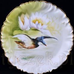 Ozdobny talerz wykonany z luksusowej porcelany francuskiego pochodzenia