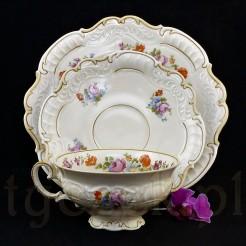 Urodziwa porcelanowa filiżanka