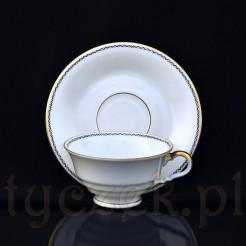 Biała porcelanowa filiżanka wraz ze spodkiem