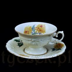 Dekoracyjna filiżanka z porcelany Wałbrzyskiej marki KPM