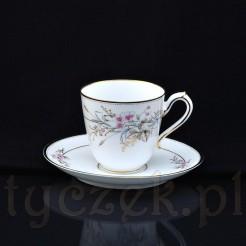 Komplet do kawy lub herbaty wykonany ze szlachetnej, białej porcelany ręcznie zdobionej