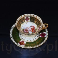Zestaw z białej porcelany bogato zdobionej datowany jest na lata 1900-1957