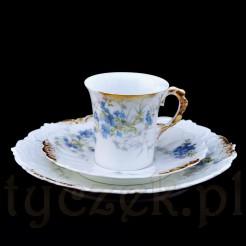 Okazała filiżanka ze szlachetnej porcelany ozdobionej w mistrzowski sposób