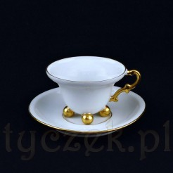 Komplet do kawy typu mokka wykonany został z saksońskiej porcelany w białym odcieniu