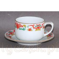 Artdekowska filiżanka mokka - z białej zdobionej porcelany