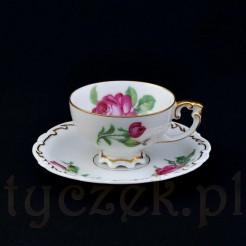 Wyszukana filiżanka różana z białej porcelany marki Sorau