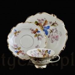 Kremowa porcelana zdobiona motywem kwiatowym