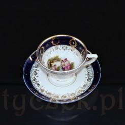 Niewielka filiżanka wraz z oryginalnym spodkiem posłuży do mokki lub espresso