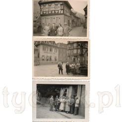 Rodzinne zwiedzanie miasta Heppenheim uwiecznione na trzech czarno białych zdjęciach