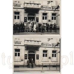 Elegancko ubrane towarzystwo przed wejściem do restauracji uwiecznione na dawnych zdjęciach