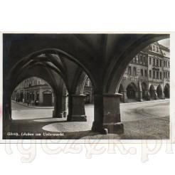 Widok na Plac Dolny Rynek spod arkad w Zgorzelcu po niemieckiej stronie