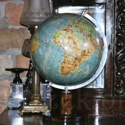 Gabinetowy globus na drewnianej nodze