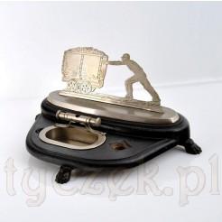 Biurkowy stojak z obcinarka d cygar i motywem górnika